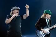 Même si le chanteur Brian Johnson prend aussi... (Le Soleil, Jean-Marie Villeneuve) - image 1.0