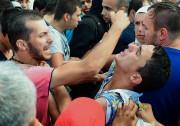 La Hongrie a de nouveau empêché mardi les... (PHOTO ATTILA KISBENEDEK, AFP) - image 3.0