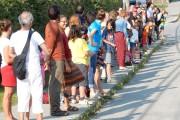 Environ 150 personnes ont répondu à l'appel devant... (Photo fournie) - image 1.0