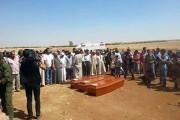 Les cercueils des trois membres de la famille... (PHOTO AFP/STRINGER) - image 2.0