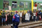 Quelque 500 personnes refusaient toujours de quitter leur... (PHOTO LEONHARD FOEGER, REUTERS) - image 2.1