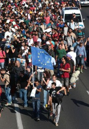 Plus de mille migrants bloqués à Budapest depuis... (PHOTO FERENC ISZA, AFP) - image 1.1