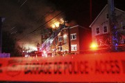 L'incendie s'est déclenché vers 22h30dans un édifice situé... (Etienne Ranger, LeDroit) - image 3.1