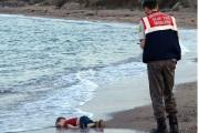 Depuis jeudi, laphoto du petit garçon retrouvé noyé... (Photo AP) - image 1.0