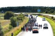 Quelque 300 réfugiés tentaient de rejoindre à pied... (PHOTO CLAUS FISKER, REUTERS) - image 2.0