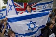 Des manifestants pro-palestiniens et pro-israéliens se sont... (PHOTO AFP) - image 2.0