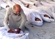 Un homme pleure ses proches morts après une... (Photothèque Le Soleil) - image 1.1