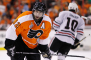 Simon Gagné dans l'uniforme des Flyers de Philadelphie,... (Photo Matt Slocum, archives AP) - image 3.0