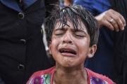 Entre jets de pierre et gaz lacrymogènes, des... (PHOTO ARMEND NIMANI, AFP) - image 2.0