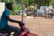 Des troupes burkinabè patrouillent dans Ouagadougou, le 17... (PHOTO AHMED OUOBA, ARCHIVES AFP) - image 1.0