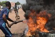 Colère et frustration étaient palpables dans les rues... (PHOTO SIA KAMBOU, AFP) - image 2.0