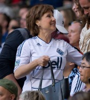 Christy Clark lors d'un match des Whitecaps en juin... (ARCHIVES PC) - image 2.0