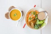 Une soupe Tom Yum et un bol thaï.... (PHOTO ÉDOUARD PLANTE-FRÉCHETTE, LA PRESSE) - image 3.0