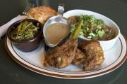 Assiette de deux morceaux de poulet avec trois... (PHOTO ROBERT SKINNER, LA PRESSE) - image 6.0
