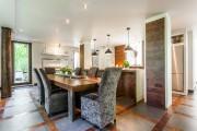 Les meubles sont l'oeuvre du propriétaire. La cuisine... (Photo fournie par Sotheby's International Realty Québec) - image 1.0