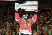 Johnny Oduya des Blackhawks de Chicago célèbre après... (Photothèque Le Soleil) - image 1.0