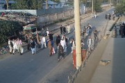 Les habitants fuyaient Kunduzpar centaines face à l'avancée... (AP, Hekmat Aimaq) - image 2.0