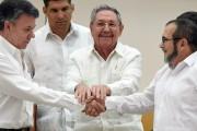 Le président colombien Juan Manuel Santos (à gauche)... (PHOTO LUIS ACOSTA, ARCHIVES AP) - image 7.0