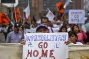 En marge de la réunion du FMI et... (Photo ERNESTO BENAVIDES, AFP) - image 4.0