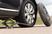 Pour réduire le poids des véhicules, certains constructeurs... (Photo 123RF/Viacheslav Nikolaienko) - image 2.0