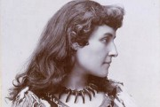 Pauline Johnson, circa 1895... (Bibliothèque et Archives Canada) - image 1.0