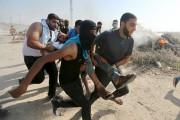 De jeunes Palestiniens évacuent l'un de leurs camarades... (PHOTO MOHAMMED SALEM, REUTERS) - image 7.0