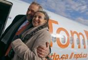 Thomas Mulcair et sa femme embarquent dans leur... (PHOTO REUTERS) - image 2.0