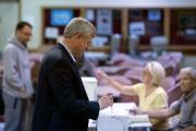 Le premier ministre sortant Stephen Harper a voté... (Photo Jonathan Hayward, PC) - image 3.0