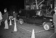 La police inspecte une camionnette suspecte suite au... (ARCHIVES AP) - image 2.0