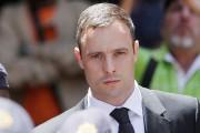 Oscar Pistorius est actuellement assigné à résidence chez... (PHOTO THEMBA HADEBE, ARCHIVES AP) - image 1.0