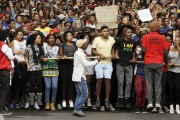 Des étudiants de l'Université de Witwatersrand chantent alors... (PHOTO THEMBA ADEBE, AP) - image 1.0