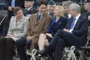 Les couples Trudeau et Harper ont échangé quelques... (La Presse Canadienne, Adrian Wyld) - image 1.0