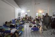 Un centre de la Croix-Rouge a été transformé... (Photo AFP, Hector Guerrero) - image 1.0