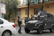 Un policier des forces spéciales turques ouvre le... (PHOTO SERTAC KAYAR, REUTERS) - image 1.0