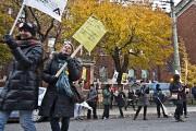 Quelques centaines de professeurs en grève ont bloqué... (PHOTO PATRICK SANFAÇON, LA PRESSE) - image 1.0