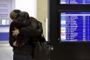 Plusieurs proches des personnes à bord de l'avion... (Photo Peter Kovalev, Reuters) - image 2.0