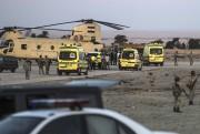 Un sinistre cortège d'ambulances récupère les corps des... (AFP, Khaled Desouki) - image 2.0