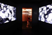 Un espace audiovisuel permet au visiteur de «participer»... (AFP, Vasily Maximov) - image 2.0
