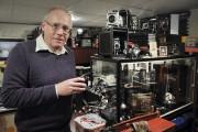 Gabriel Fortier, collectionneur, aux côtés de quelques appareils... (Photo Le Progrès-Dimanche, Rocket Lavoie) - image 2.0
