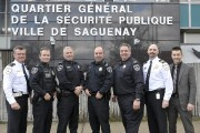 Les policiers Bruno Cormier, Michel Bergeron, Jacques Duperré,... (Photo Le Progrès-Dimanche, Rocket Lavoie) - image 2.0