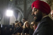 Navdeep Bains... (Archives La Presse Canadienne) - image 1.0