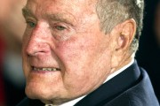 À 91 ans, George Bush senior rompt son... (AFP, Jim Watson) - image 2.0