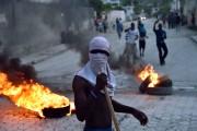 Des partisans du candidat Jean Charles protestent en... (Photo HECTOR RETAMAL, AFP) - image 2.0