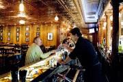 La bar intérieur popularisé par le film The... (PHOTO ALAIN ROBERGE, LA PRESSE) - image 2.0