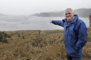 Alain Blackburn a fait visiter les vestiges de... (Photo Le Progrès-Dimanche, Rocket Lavoie) - image 2.0