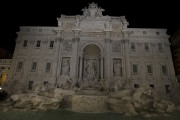 Les lumières de la fontaine de Trevi à... (Claudio Peri, Associated Press) - image 4.0