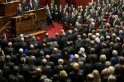 Le président et les parlementaires ont entonné La... (PHOTO PHILIPPE WOJAZER, REUTERS) - image 3.0