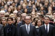 Le président français, Francois Hollande, entouré du premier... (Agence France-Presse) - image 2.0