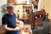 Parmi les outils, cette collection d'égoïnes anciennes.... (PHOTO ROBERT SKINNER, LA PRESSE) - image 1.1