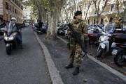 À Rome, les menaces pourraient viser spécifiquement le... (AP, Gregorio Borgia) - image 2.0